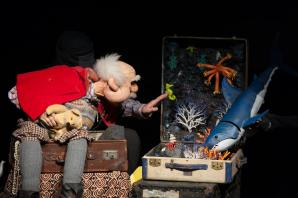 Cuddle up with Grandad for family puppet show in Hampton